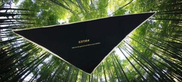 """Dreieckstuch/Halstuch schwarz, Code: 537354 """"Hilfe ich bin gesund und will es auch bleiben"""""""