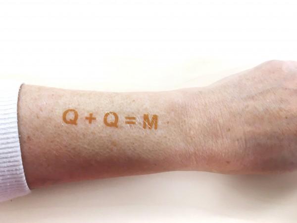 10 Stück+2 GRATIS- Tattoo-Set Buchstabencode: Q + Q = M